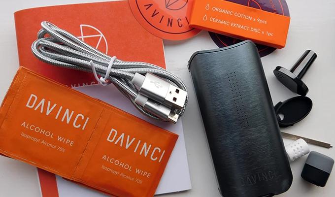 What's in the box of davinci iq2